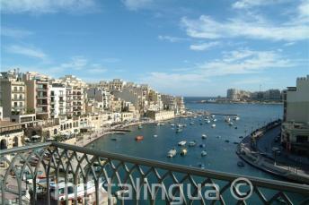 Kilátás a Spinola-öbölre a Hotel Julianiból
