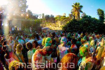 Holi színek party Máltán