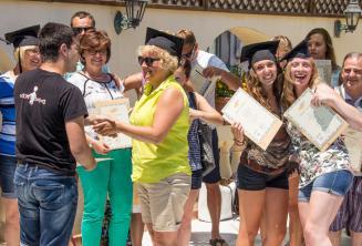 A máltai angol nyelvtanfolyam végén a diákok igazolást kapnak