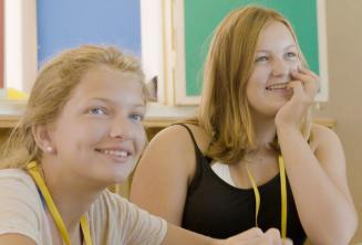 Tanulók a tanárra figyelnek