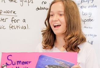 Egy tanuló angol nyelvű prezentációt tart