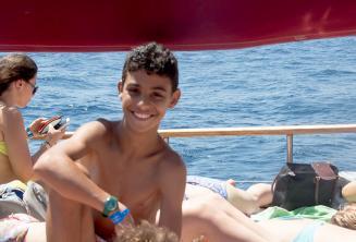 A gyerek program egyik résztvevője az iskolai hajókiránduláson
