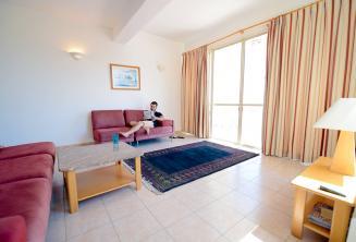 Nagy nappali egy megosztott apartmanban