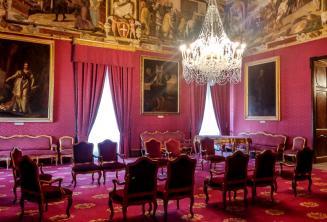 Tanácsterem egy palotában Vallettában