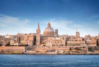 Valletta látlépe a sliemai kompról