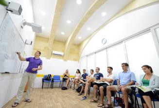 Légkondicionált tantermek a nyelviskolában Máltán