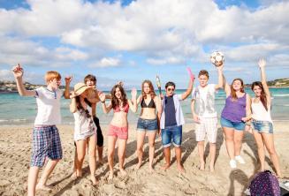 Diákok a tengerparton