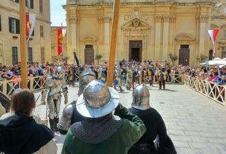 Csata újrajátszás a középkori Mdinában
